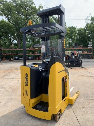 Yale NDR035EANML36TE119 electric narrow aisle stand up rider 3500lb double reach forklift.