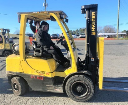 Hyster H60FT 6000lb sit down rider pneumatic tire propane fuel outdoor forklift.