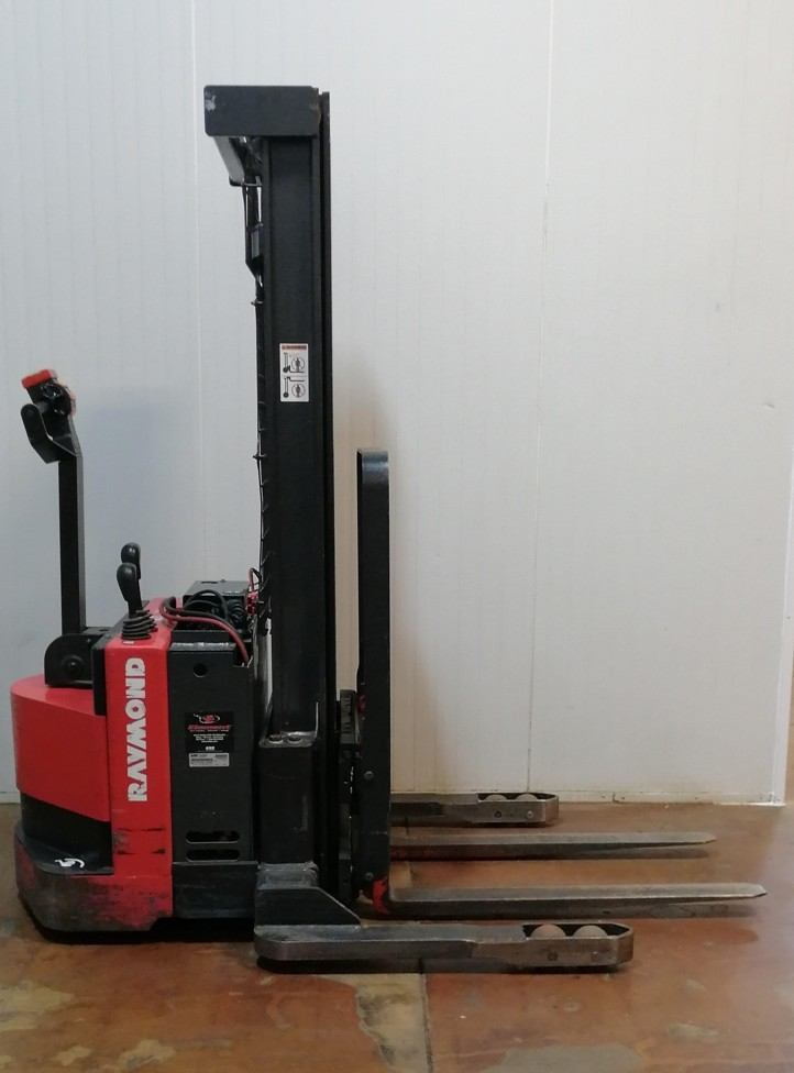 Raymond RSS40 electric walk behind 4000lb straddle stacker
