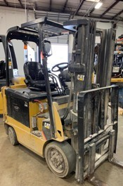 Cat E5000 electric 4 wheel sit down rider 5000lb cushion solid tire warehouse forklifts.