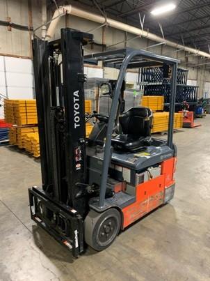 Toyota 8FBEU18 3500lb electric narrow aisle sit down rider 3 wheel warehouse forklift
