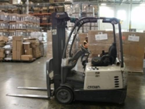 Crown SC5225-30 electric 3 wheel sit down rider narrow aisle 3000lb warehouse forklift