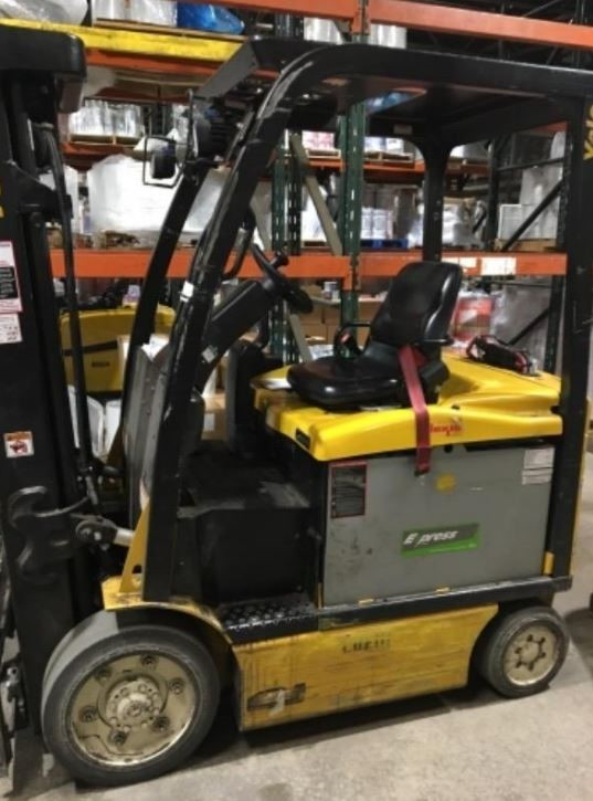 Yale ERC050VG electric 4 wheel sit down rider 5000lb warehouse forklift.