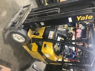 Yale GLC050 propane fuel 4 wheel sit down rider 5000lb cushion solid tire warehouse forklift