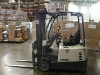 Crown SC5225-30 electric 3 wheel sit down rider 3,000lb narrow aisle warehouse forklift