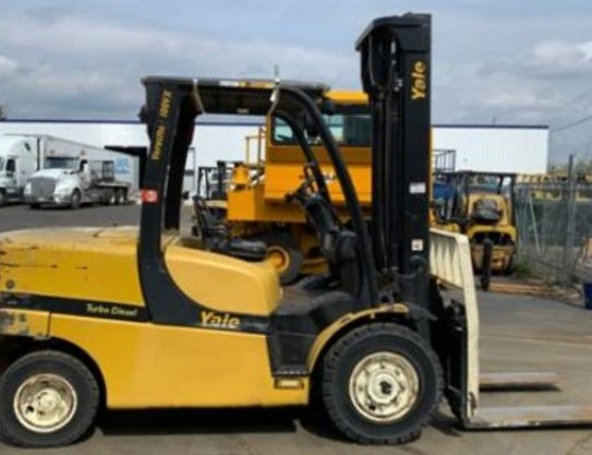 Yale GDP100VX 5 ton 10,000lb pneumatic tire diesel engine outdoor forklifts