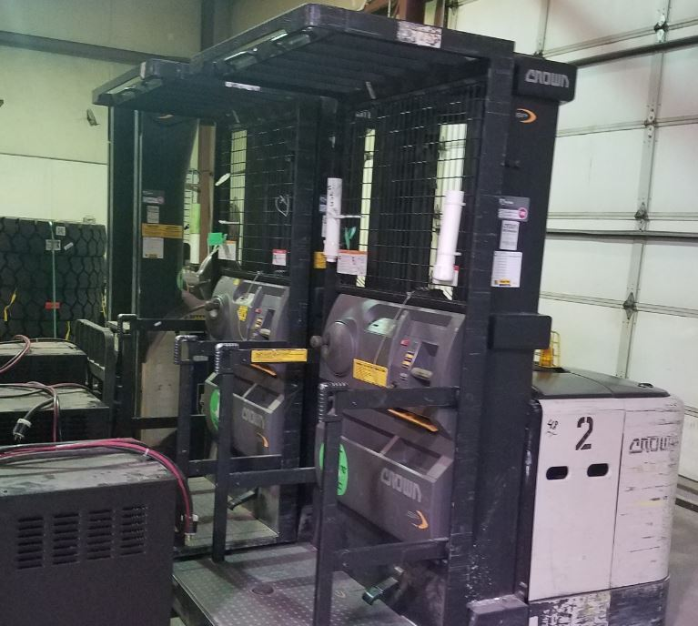 Crown SP3505 electric narrow aisle 3000lb stand up rider man up order picker forklifts