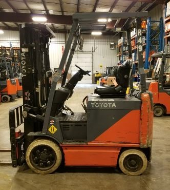 Toyota 8FBCU25 5000lb sit down rider 4 wheel electric EE rated forklift