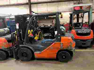 Toyota 8FGU25 5000lb pneumatic tire propane fuel outdoor forklifts