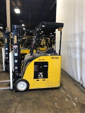 Yale ESC035AD electric narrow aisle 3500lb stand up rider end control counterbalanced forklift.