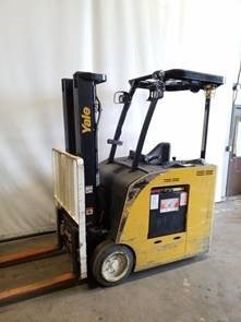 Yale ESC040 electric narrow aisle stand up rider 4000lb end control counterbalanced lift truck.