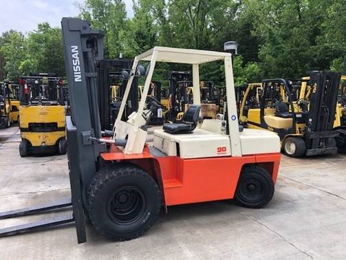 Nissan WGF03A40V pneumatic tire, diesel engine, 9000lb, dual tire outdoor forklift.