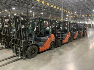 Toyota 8FGU25 5000lb LPG pneumatic tire forklifts