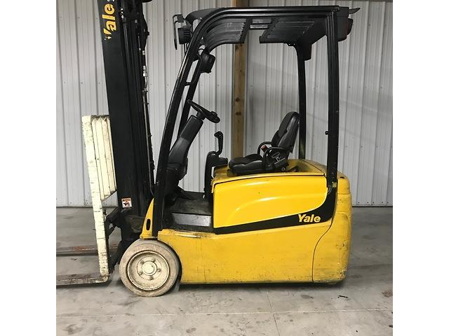 YALE ERP040VT electric 4000lb narrow aisle 3 wheel sit down rider warehouse forklifts.