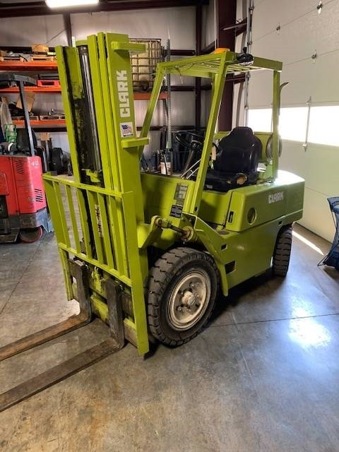Clark C500YS80 pneumatic tire propane fuel triple stage mast 8000lb outdoor forklift.