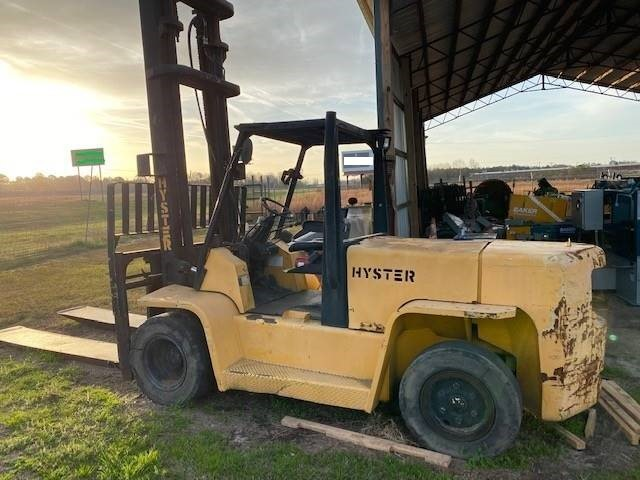 Hyster H155XL2 15,500 lbs 7.5 ton capacity, pneumatic tire diesel fuel outdoor forklift.