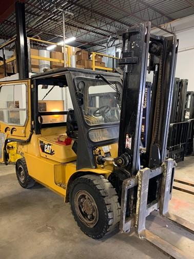 Cat DP50K 11,000lb 5.5 ton pneumatic tire diesel engine outdoor forklift with cab