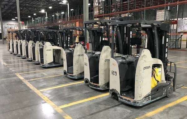 Crown RC5545-40 electric narrow aisle 4000lb stand up rider counterbalanced warehouse forklifts