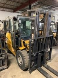 Cat PD9000 4.5 ton 9,000lb pneumatic tire diesel fuel outdoor forklift.
