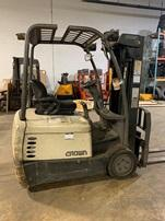 Crown SC4020-30 electric narrow aisle 3 wheel sit down rider 3000lb warehouse forklift