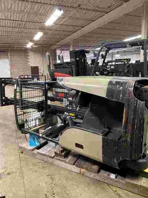 Crown RD5795S-30 narrow aisle 3000lb stand up rider double reach warehouse forklifts