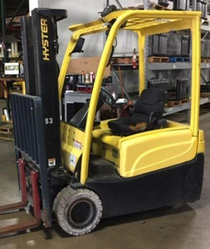 Hyster J40XNT narrow aisle electric 3 wheel 4000lb sit down rider warehouse forklift