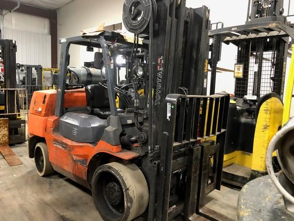 Toyota 7FGCU70 7.5 ton 15,500lb cushion solid tire propane fuel indoor warehouse forklift